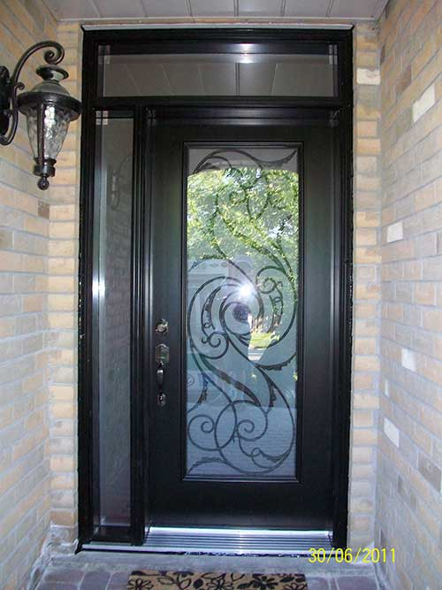 Smooth Exterior Single Door With Slim Side Light And Transom